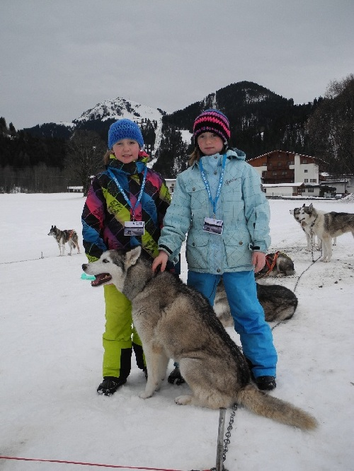 Nina und Jana lieben Huskys