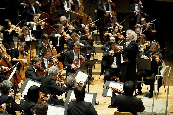 Simon Rattle und die Berliner Philharmoniker, Foto Monika Rittershaus