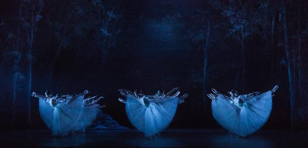 Staatsballett, Giselle, die Wilis als Schemen, Foto Yan Revazov