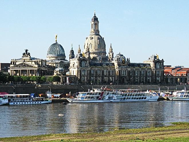 Dresden, Elbe, Dampfer und Frauenkirche