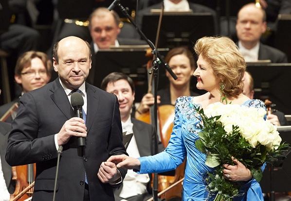Direktor Dominique Meyer würdigt die Sängerin