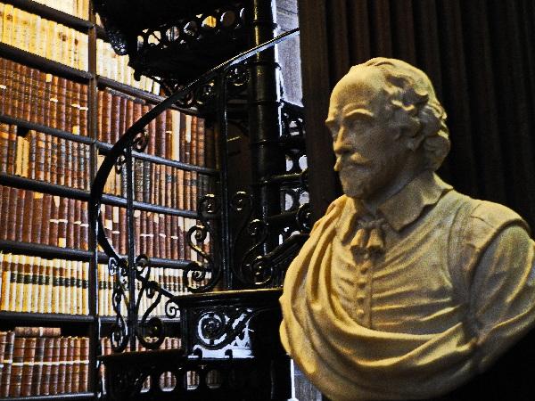 Alte Bibliothek, Büste von Shakespeare