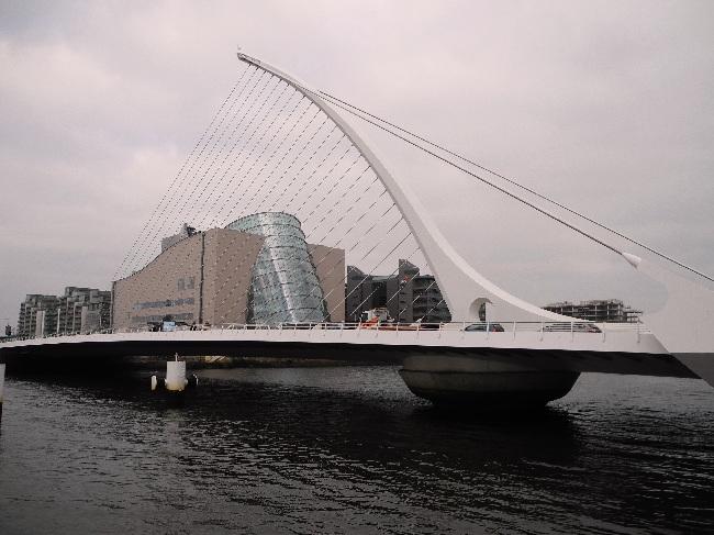 Calatrava-Brücke, Durchblick aufs Convention Centre
