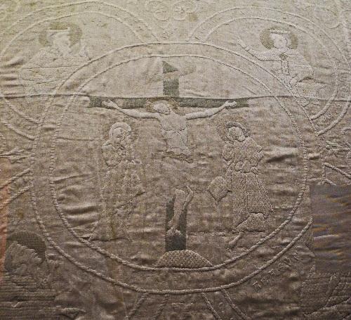 Dommuseum, Hungertuch, 13. Jh., Ausschnitt Kreuzigung