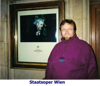Oleg_BRYJAK_vor_der_Wiener_Staatsoper