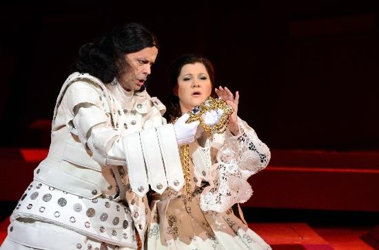 Jyrki Anttila, Offizier, Tamara Gallo, Goldschmied-Tochter, Foto Estonian National Opera, Harri Rospu