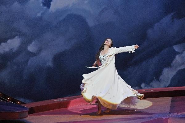 La_Traviata_Baden-Baden_2015_c_Andrea_Kremper (26)
