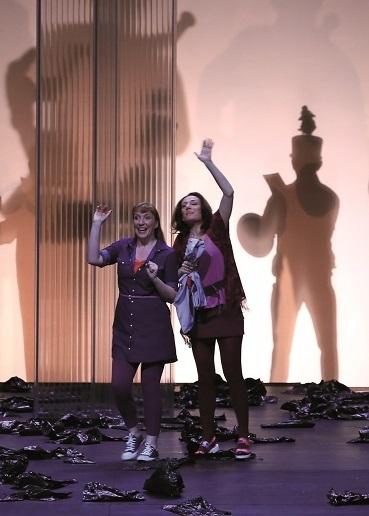 Allison Oakes (re.) als Marie und Manuela Bress als Margret. Foto: Operá de Dijon