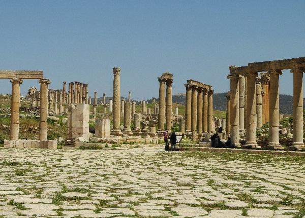 00Jerash, ein antiker Säulenwald