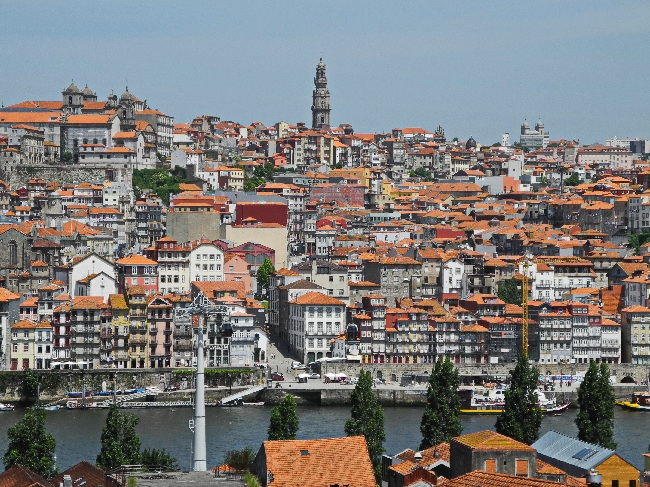 Blick über den Douro auf Portos Altstadt, Weltkulturerbe