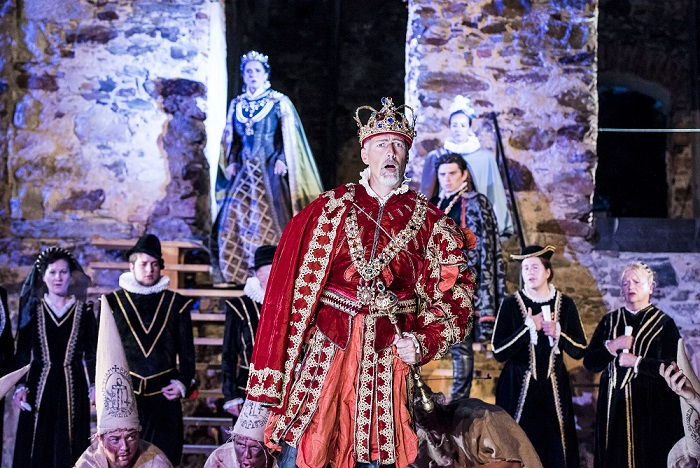 PAUL GAY als König Phillip II