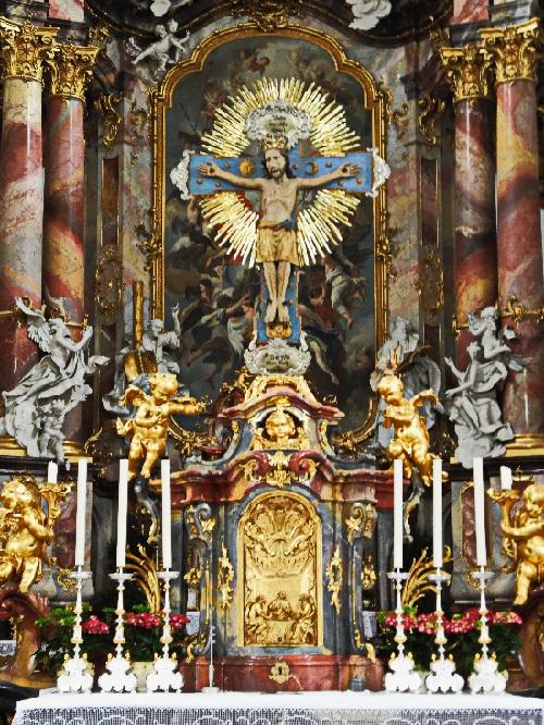 Ottobeuren, romanisches Kruzifix auf dem vorderen Altar