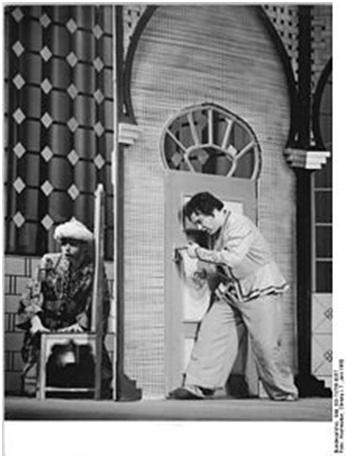 Peter Schreier als Abu Hassan und Erich Siebenschuh als Kalif in Webers Abu Hassan, Dresden 1960