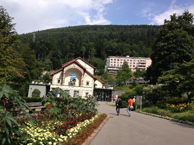 Wildbad Kurtheater mit Blumen