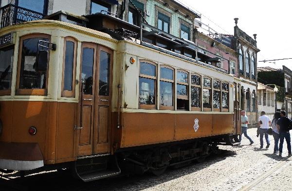 traditionelle Straßenbahn (eléctrico)