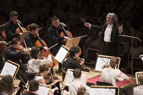 Romanian Sinfonietta Orchestra, Dirigent Horia Andreescu, Foto Kai Bienert