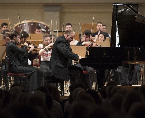 Romanian Sinfonietta Orchestra, Solist Daniel Goiti, Foto Kai Bienert