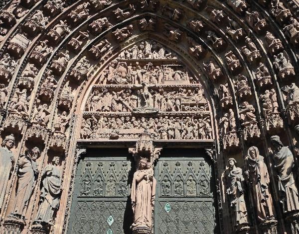Westfassade, Marienportal, ein Ausschnitt
