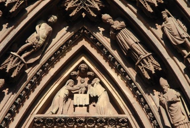 Westfassade, linkes Portal, Christi Geburt
