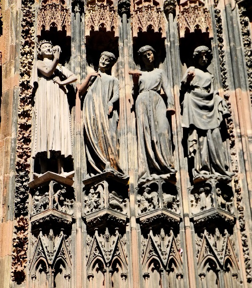 Westfassade, rechtes Portal, die törichten Jungfrauen