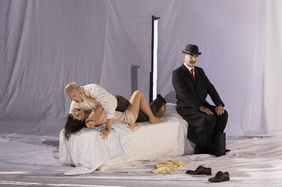 Einer zuviel im Bett - Kate Aldrich als Marguerite, Charles Workman als Faust und Laurent Naouri als Méphistophélès