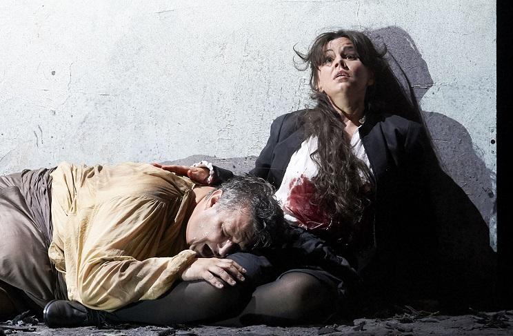 Späte Reue Rigolettos: Ambrogio MAESTRI mit Aleksandra KURZAK als Gilda