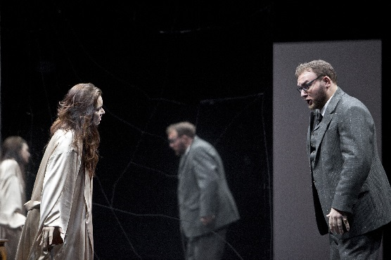 La Traviata, Sonya  Yoncheva (Violetta Valéry), Simone Piazzola (Gorgio Germont), Foto Bernd Uhlig