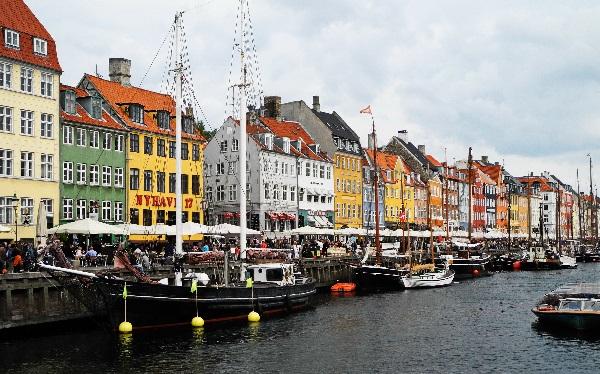 Nyhavn, Fischerhäuser, verwandelt zu Hotels und Restaurants