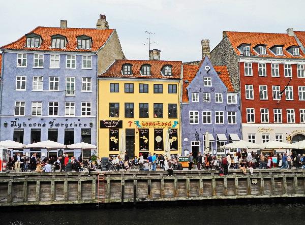 Nyhavn, das kleine blaue Haus von 1681 ist das älteste