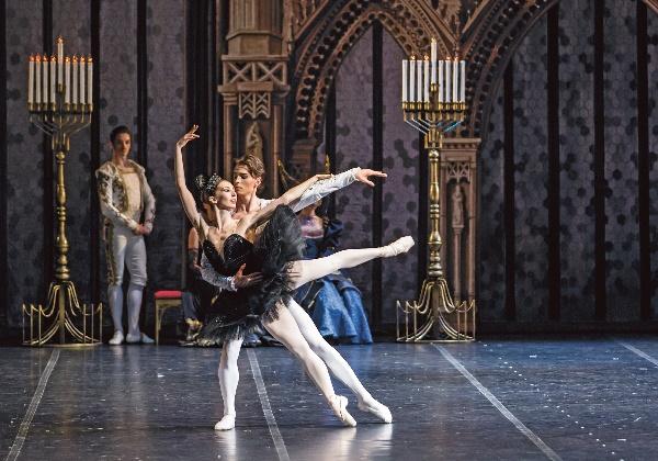 2017_01_15_Schwanensee_1_c_Yacobson Ballet