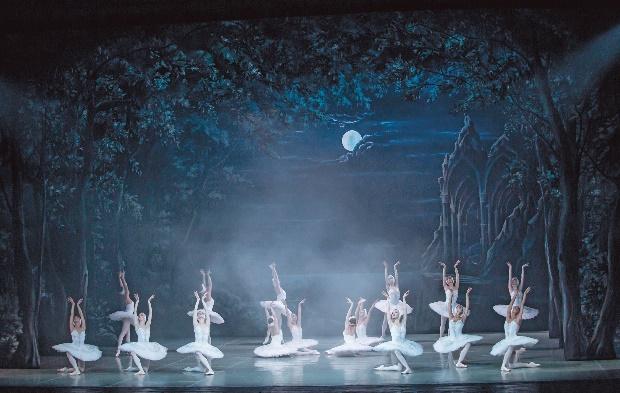 2017_01_15_Schwanensee_2_c_Yacobson Ballet