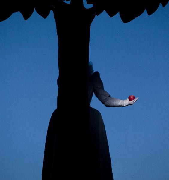 BE, Christopher Nell als Eve © Lesley Leslie-Spinks