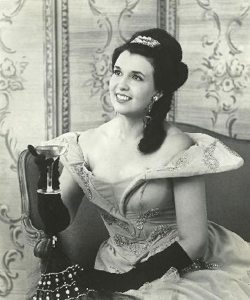 Clarice-Carson-als Traviata