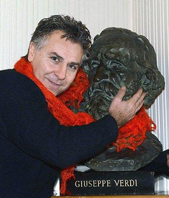 Roberto umarmt Verdi  xx