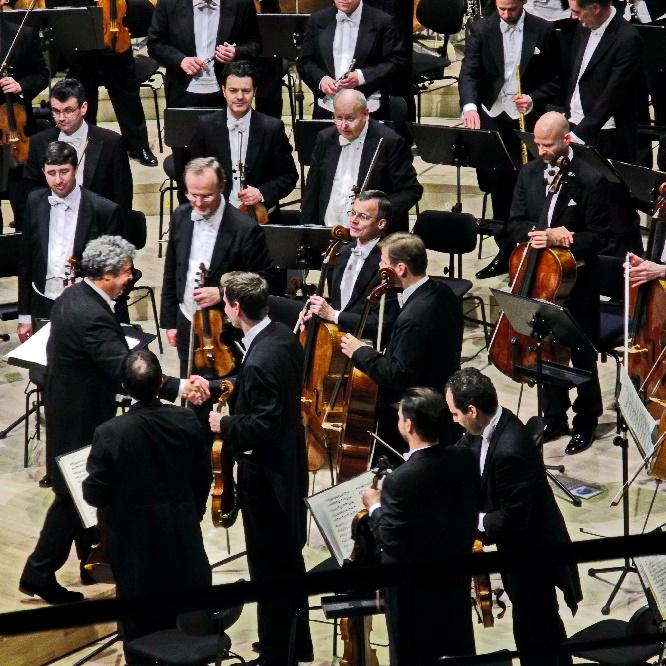 Semyon Bychkov bedankt sich bei den Wiener Philharmonikern, Foto Ursula Wiegand