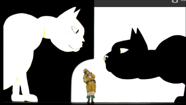 Das böse Kind, Nadja Mchantaf mit 2 Katzen, Foto Iko Fresse I drama-berlin.de