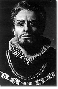 Mark Elyn als König Philipp