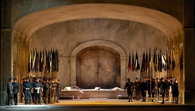 'Il trovatore', 3. Akt: Das Lager der Getreuen des Conte di Luna in der Interpretation Daniele Abbados © Wiener Staatsoper/Michael Pöhn