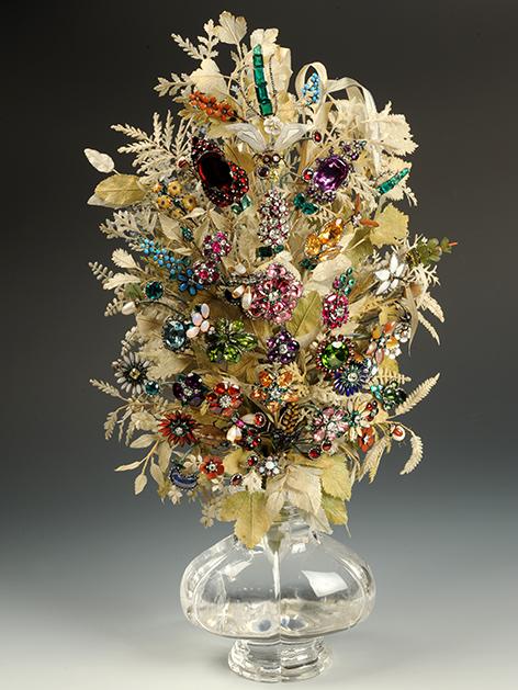 Maria Theresia Blumenstrauss aus Edelsteinen