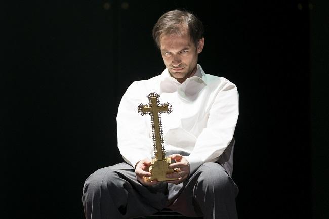 """Markus Butter als """"Gefangener""""  Foto : Werner Kmetitsch"""