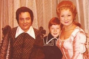 Sigurd Björnsson mit Sieglinde Kahmann und dem gemeinsamen Sohn in Gianni Schicchi in Graz