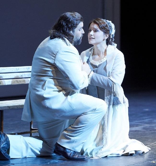 """Borras als Faust und Anita Hartig als Marguerite. Faust in """"eleganter"""" Feinzwirn"""