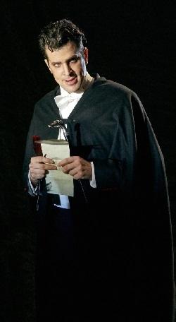 Luca Pisaroni als eleganter Mefisto