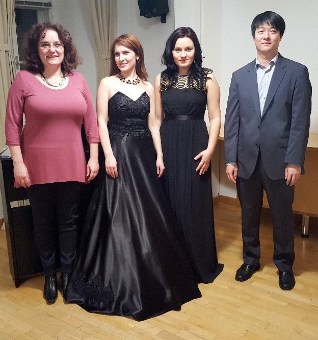von links Moderatorin,Michaela Jancariková, Mária Helienek, Heinz Chen