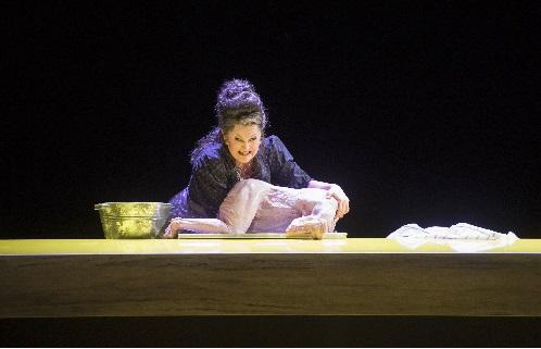 Agnes Zwierko als Chiwrja, Foto Monika Rittershaus