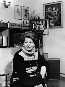 Vera Rozsa at home in London 1990...Vera Rozsa at home in London 1990. Hungarian singer and teacher 16 May 1917  15 October 2010