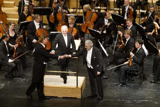 Domingo (r) mit Daniel Barenboim und René Pape, Foto Thomas Bartilla