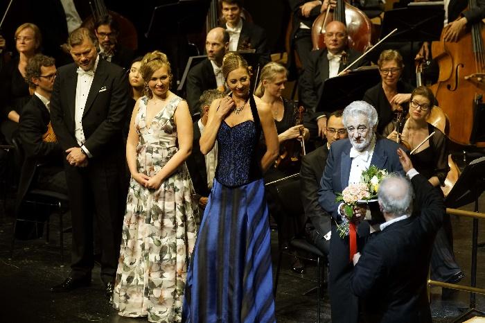 Domingo (r) mit Elsa Dreisig (l) und Marina Prudenskaya (mittig),Foto Thomas Bartilla