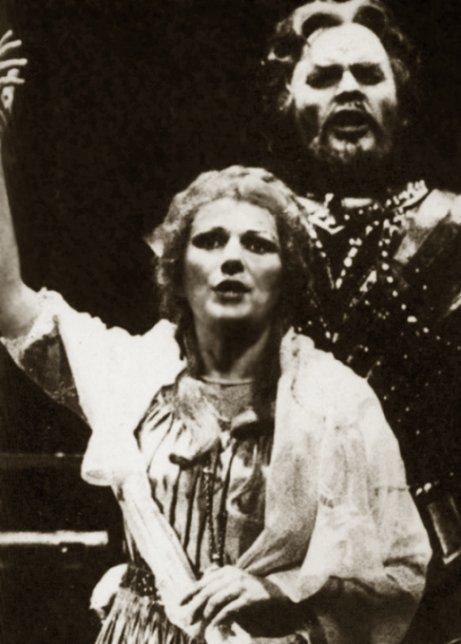 Magdalena CONONOVICI als Senta mit Thomas Stewart