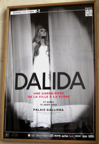 Paris Palais Galliera Das Poster zur Dalida-Ausstellung Foto Andrea Matzker P0128
